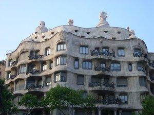 Gaudi_building_barcelona